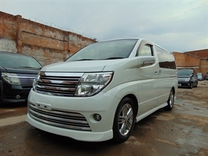 NISSAN ELGRAND RIDER 3.5 V6 Automatic 8 Leather Seats Sunroof 4WD LOW MILAGE